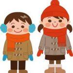冬の服装をした子供2人