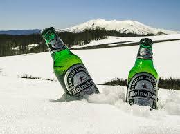 雪の中にある飲み物