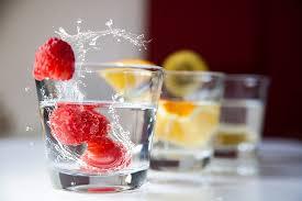 グラスに入った果物